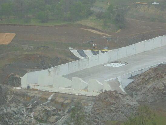 ENVR California's Lake Oroville Dam Spillway Suffers Major